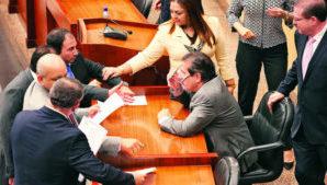 Diputados-distintas-reunieron-Asamblea-Nacional_LPRIMA20160428_0001_26-300x169